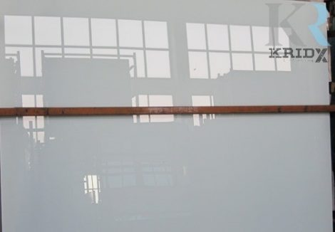 Üveg és kerámia felületekre lakk alapozó használata nélkül! 1,75 liter szettben. 1,75L: 1 literes lakk + 500 ml edző + 250 ml hígító